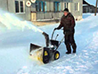 Снегоуборщик Huter SGC 4000 в работе